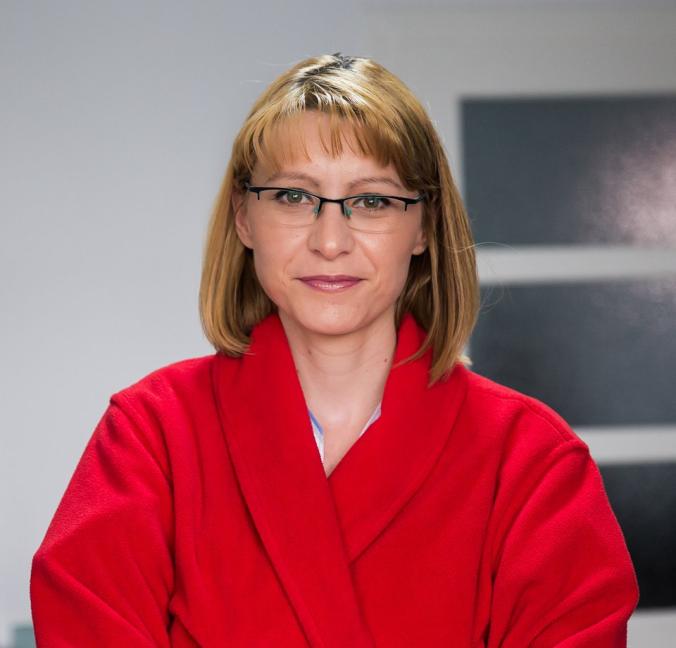 Dr. Alina Mara